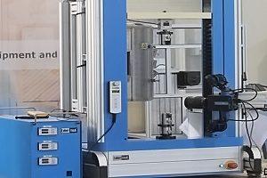 Univerzální testovací stroje